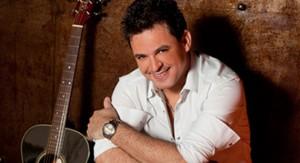 O cantor Eduardo Costa receberá título de Cidadão Guairense